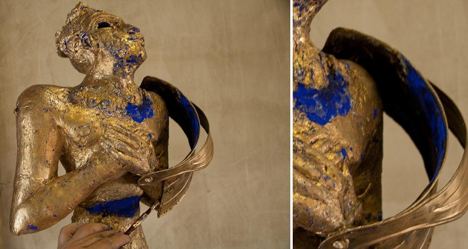 <ul class='caption-box'> <li>size: 90cm x 40cm</li> <li>material: Chamotte (calcined, crack-resistent clay), gold, lapis lazuli</li> <li>year: 2010</li> </ul>
